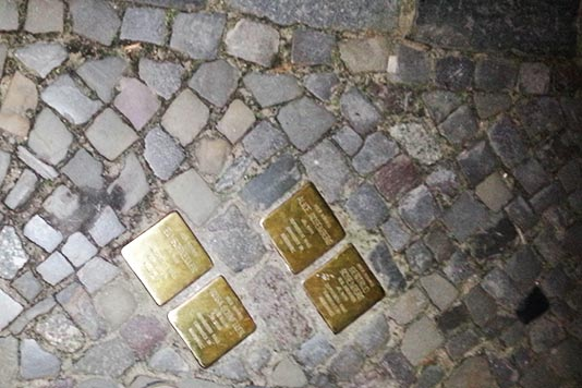 Adoquines dorados en Berlín