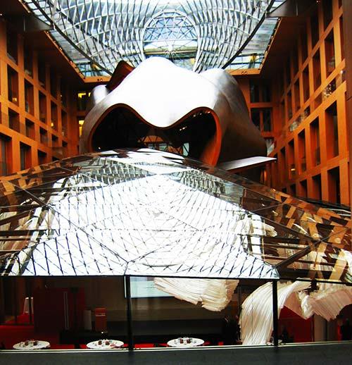 Interior del edificio del Banco DZ de Frank Gehry en Berlín