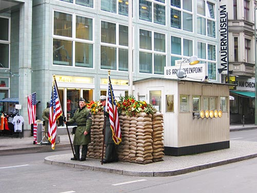 Cruce fronterizo en el Check Point Charlie