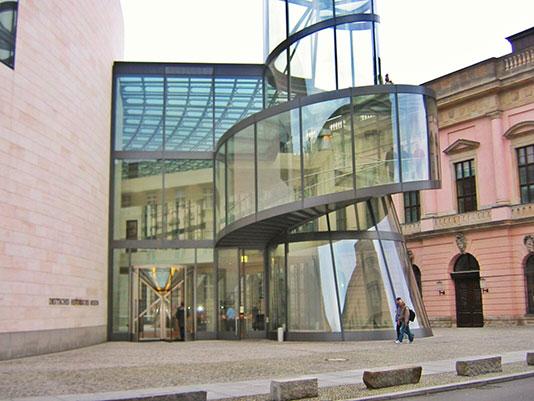 Foto de la escalera del Museo de la Historia Alemana en Berlín