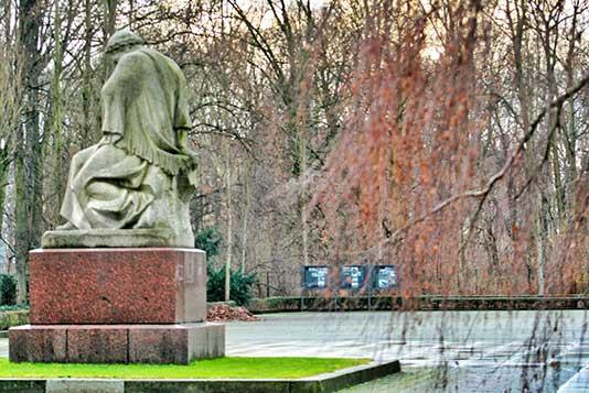 Monumento a los Ejercitos Soviéticos en Treptower Park
