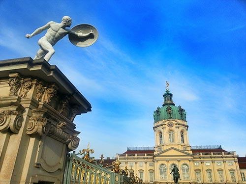 Vista de la entrada del Palacio de Charlottenburg en Berlín