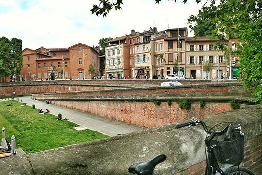 Casco Antiguo de Toulouse junto a una bici