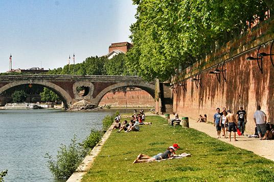 Pont Neuf y paseo sobre el Garona en Toulouse