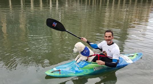 Haciendo kayak con mi perro por Bilbao